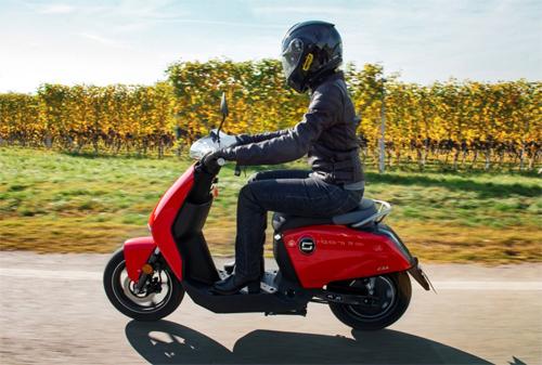 Scooter điện của Ducati có thể là phiên bản hạng sang của chiếc Super Soco CUx (ảnh).