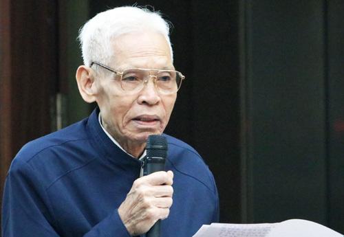 Ông Trần Ngọc Toán nêu ý kiến tại cuộc tiếp xúc cử tri sáng 4/5. Ảnh: Võ Hải.