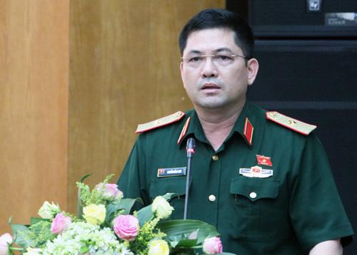 Tư lệnh quân khu thủ đô Trần Hồng Thái thông tin nội dung dự kiến kỳ họp thứ 7. Ảnh: Võ Hải.