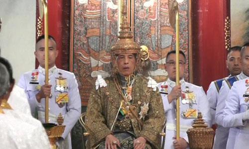 Quốc vương Thái Lan Vajiralongkorn trong lễ đăng quang. Ảnh: Reuters.