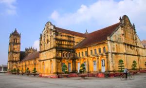 Nhà thờ Bùi Chu hơn 130 năm tuổi trước ngày hạ giải