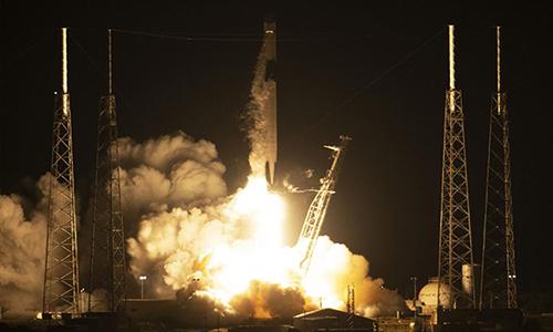 Tàu Dragon rời bệ phóng lên đường tới trạm ISS. Ảnh: UPI.
