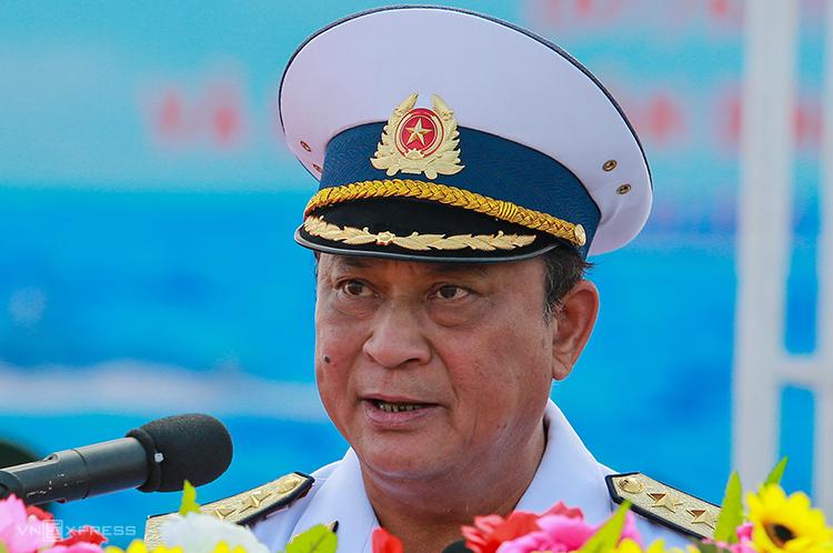 Đô đốc Nguyễn Văn Hiến phát biểu trong lễ kỷ niệm 60 nămHải quân Việt Nam tại quân cảng Cam Ranh, Khánh Hòa năm 2015. Ảnh: Thành Nguyễn.