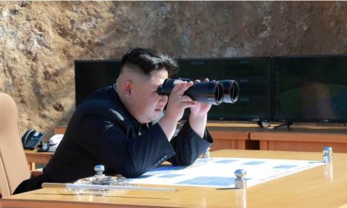 Lãnh đạo Triều Tiên Kim Jong-un giám sát một vụ phóng tên lửa hồi tháng 7/2017. Ảnh: KCNA.