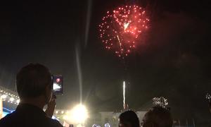 Hàng nghìn người đổ về quảng trường Điện Biên xem bắn pháo hoa