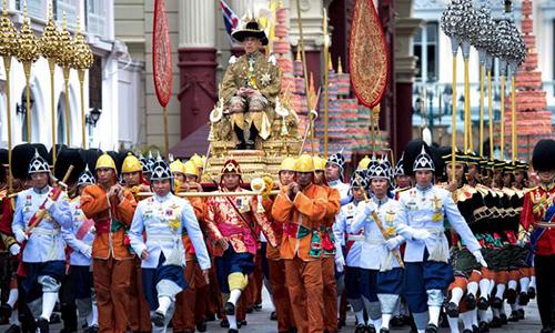Lễ rước kiệu Nhà Vua Maha Vajiralongkorn ở Bangkok ngày 5/5. Ảnh: Reuters