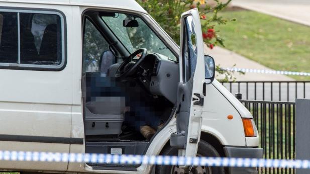 Nạn nhân bị bắn chết khi đang ngồi trên xe.