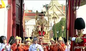 16 người khiêng kiệu Quốc vương Thái Lan trong 6 tiếng
