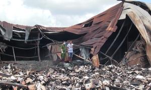 Giấy tờ ngổn ngang ở hiện trường vụ cháy kho hồ sơ xe buýt TP HCM
