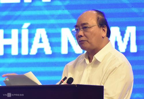 Thủ tướng Nguyễn Xuân Phúc phát biểu tại Hội nghị sáng 6/5. Ảnh: Phước Tuấn