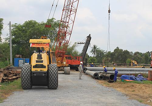 Dự án cao tốc Trung Lương - Mỹ Thuận khởi công trở lại sau thời gian đình trễ. Ảnh: Cửu Long