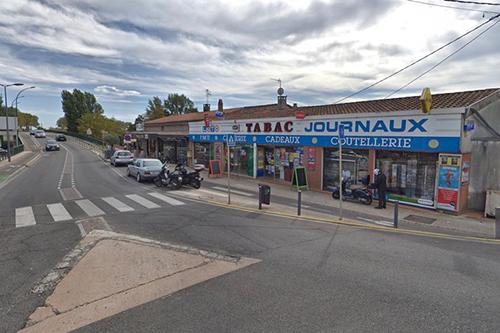 Cửa hàng thuốc lá ở thị trấn Blagnac, gần sân bay Toulouse, phía tây nam nước Pháp, nơi xảy ra vụ bắt giữ con tin. Ảnh: Google Map