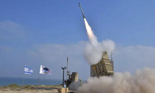 Một tổ hợp Vòm Sắt của Israel khai hỏa. Ảnh: BQP Israel.