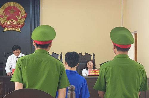 Phiên tòa xử bị cáo Tình. Ảnh: Đắc Thành.