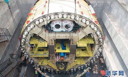 Các công nhânthi công đường hầm số 1 dự án đường sắt cao tốc Jakarta-Bandung ngày 20/3. Ảnh: Xinhua