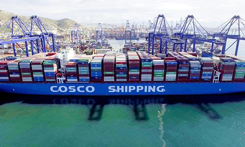 Tàu vận chuyển Kim Ngưu của COSCO cập cảng Piraeus, Hy Lạp ngày 26/2. Ảnh: Xinhua