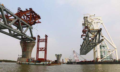 Công trường xây dựng cầuPadma ở Bangladesh ngày 21/2. Ảnh: Xinhua