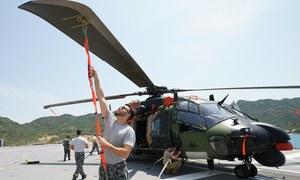 Tàu chiến chở trực thăng của Australia cập cảng Cam Ranh