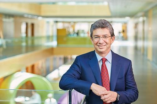 Ông Andre Calantzopoulos - Giám đốc Điều hành của Philip Morris International.