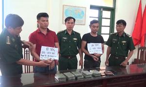Bắt hai người vận chuyển 10 bánh heroin ở Nam Định