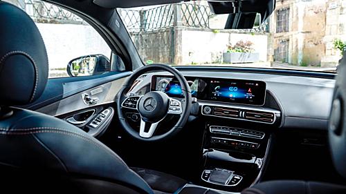 Khoang nội thất của chiếc ôtô điện Mercedes EQC 2021.