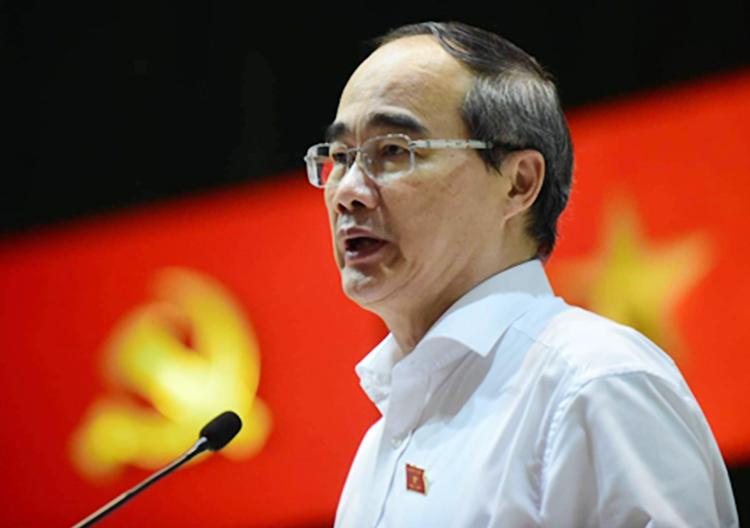 Bí thư Thành ủy TP HCM Nguyễn Thiện Nhân trả lời cử tri quận 3. Ảnh: Trung Sơn