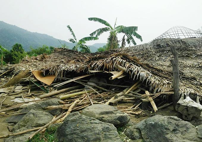 Một nhà dân tại xã Quang Phong bị sập. Ảnh: PV.