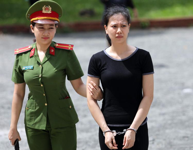 Bị cáo Nguyễn Thu Huyền. Ảnh: Thành Nguyễn.