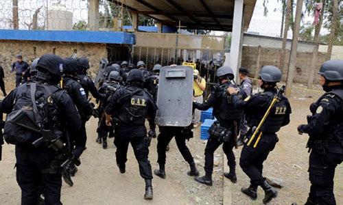 Khoảng 1.500 nhân viên an ninh đã được triển khai nhằm dập tắt bạo loạn ở nhà tù Pavon. Ảnh: Reuters