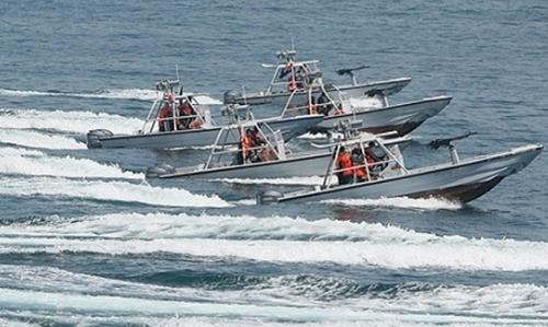Đội xuồng cao tốc của Iran trong một cuộc tập trận. Ảnh: Fars News.