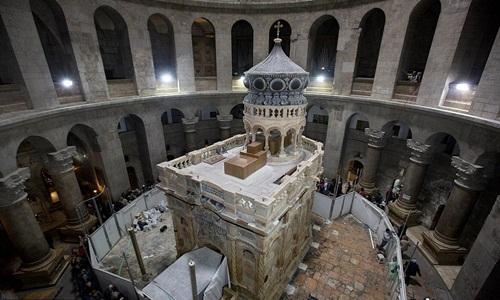 Phòng thờ Edicule bên trên mộ Chúa Jesus ở Jerusalem. Ảnh: Reuters.