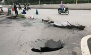 'Hố tử thần' sâu 2 m xuất hiện trên đường phố Hà Nội