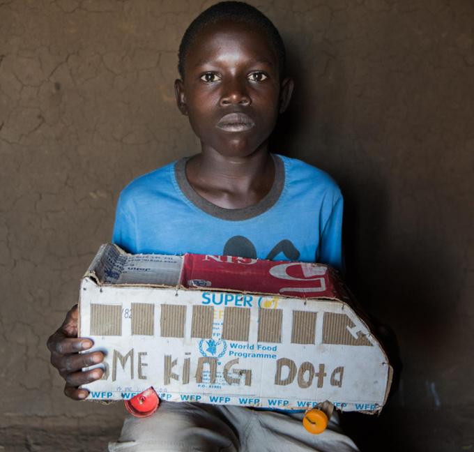 Khả năng chế đồ chơi sáng tạo của trẻ em nghèo thế giới