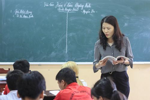 Giáo viên ở Yên Bái trong một tiết dạy Ngữ văn. Ảnh: Dương Tâm