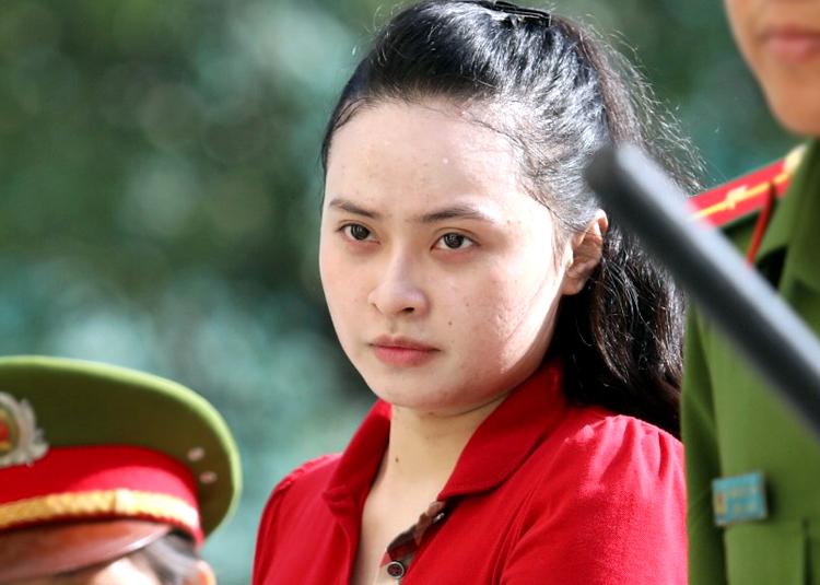 Ngọc Miu nổi bật trong chiếc áo đỏ. Ảnh: Thành Nguyễn.