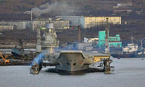 Tàu Kuznetsov trên ụ nổi PD-50 năm 2015.Flotprom.ru