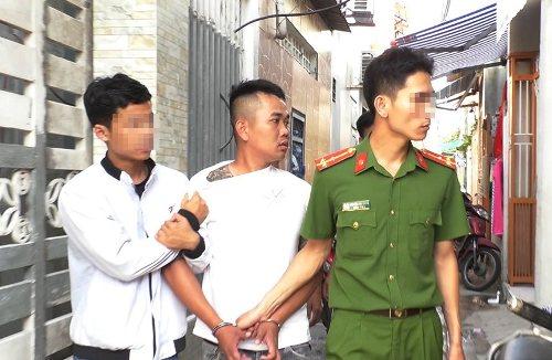 Công an TP Đà Nẵng bắt giữ 5 người. Ảnh: NT