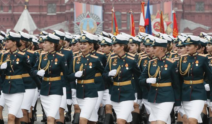 Nụ cười của nữ quân nhân Nga trong Duyệt binh Chiến thắng