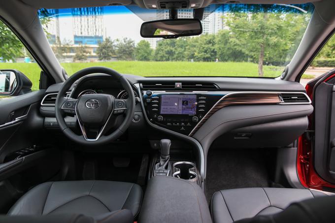 Nội thất mang hơi hướng Lexus ES.