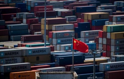 Cờ Trung Quốc tại cảng nước sâu Yangshang, Trung Quốc. Ảnh: BBC.