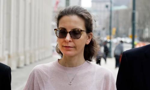 Clare Bronfman hầu tòa ở New York hồi tháng 4. Ảnh: AP.