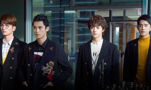 Một ban nhạc nam Trung Quốc được cho là có các thành viên bị nữ tính quá đà. Ảnh: SCMP.