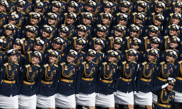 Các nữ quân nhân tham gia duyệt binh trên Quảng trường Đỏ. Ảnh: BQP Nga.