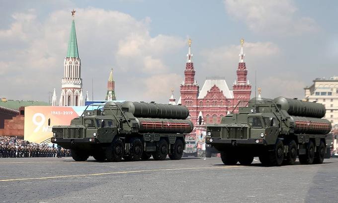 Xe tăng, tên lửa Nga dàn hàng tập luyện cho Duyệt binh Chiến