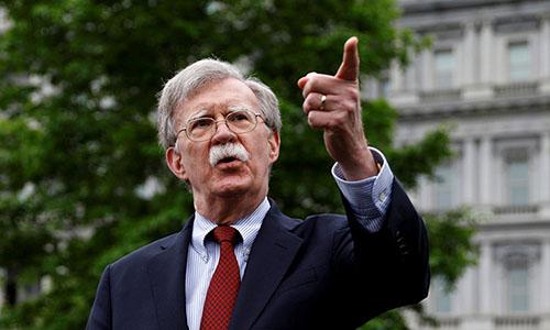 Cố vấn An ninh Quốc gia John Bolton phát biểu trước báo giới bên ngoài Nhà Trắng hồi cuối tháng 4. Ảnh: Reuters.