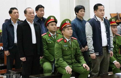 5 bị cáo tại phiên sơ thẩm mở tháng 1. Ảnh: TTVN