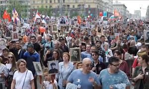 Người Nga mang ảnh thân nhân tham gia diễu hành 'Trung đoàn bất tử'