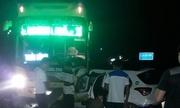 Taxi đấu đầu xe khách, ba người chết