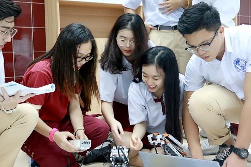 Tiết học STEM Robotics mới mẻ và bổ ích.