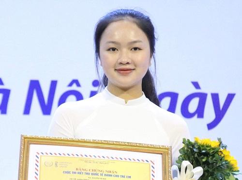 Nữ sinh Nguyễn Thị Mai giành giải nhất cuộc thi viết thư quốc tế UPU tại Việt Nam.